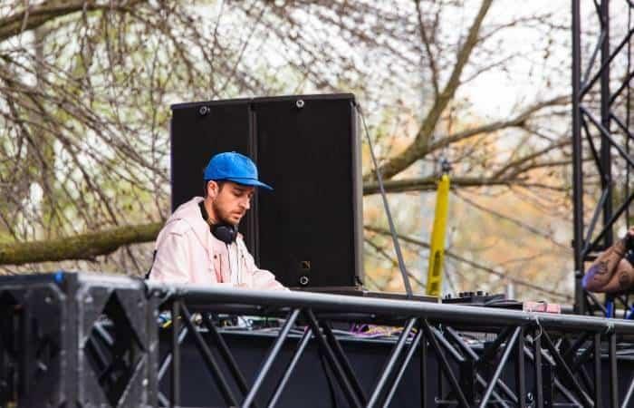 DJ with DJ monitors - 16-01-21