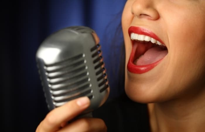 How To Sing From Your Chest (Easy 7 Step Guide)