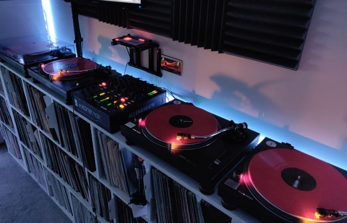What DJ Equipment Do You Need? The basic setup will consist of at least two decks (turntables/CDJs), a DJ mixer, a pair of headphones, and some DJ monitors (speakers). Alternatively, you can use a DJ Controller and your chosen DJ software along with just some headphones and monitors.