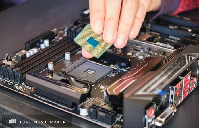 Take extra care not to touch the gold pins by holding the chipset on its edge using your thumb and fingers.