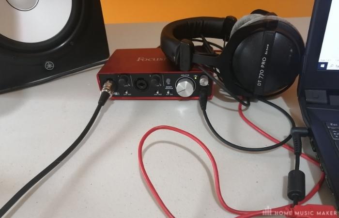 Focusrite Scarlett 2i2 and Beyerdynamic DT 770 Pro - studio set up