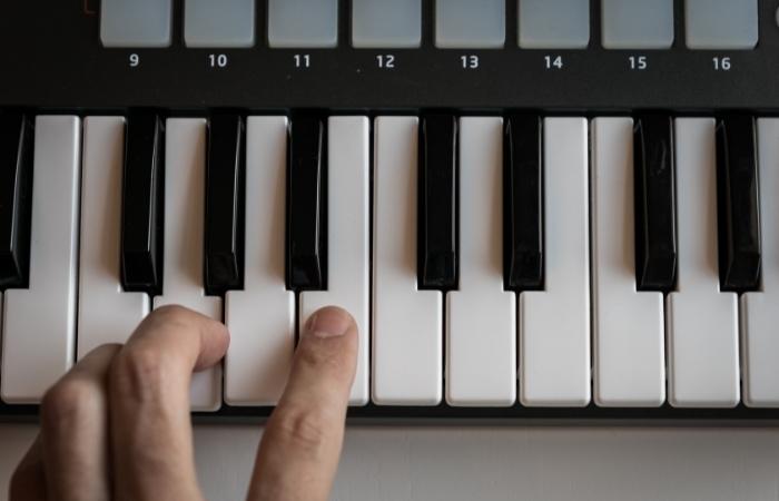 MIDI Keyboard Touch Sensitive Keys