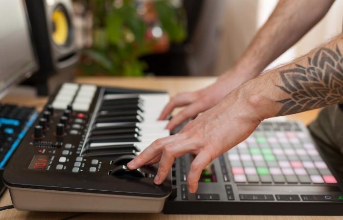 Performing on a MIDI Keyboard
