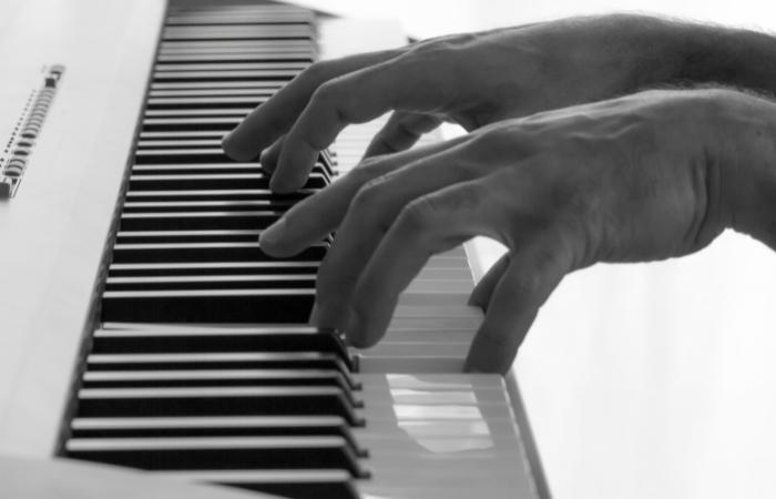 Playing a chord progression